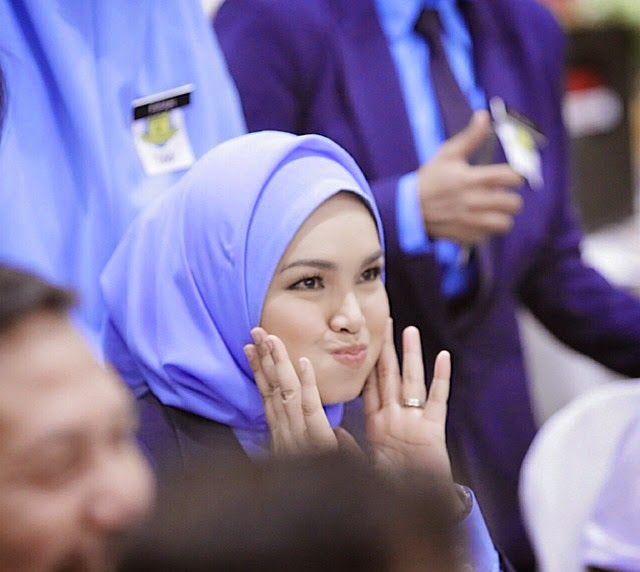 10 Gambar Bila Dato Siti Nurhaliza Pakai Uniform Sekolah Comelnya
