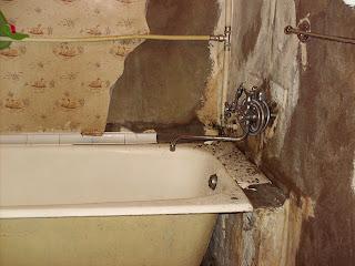 ремонт в ванной комнате - отдираем старую отделку