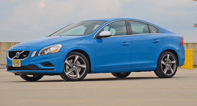 Front 3/4 view of blue 2013 Volvo S60 T6 R-Design