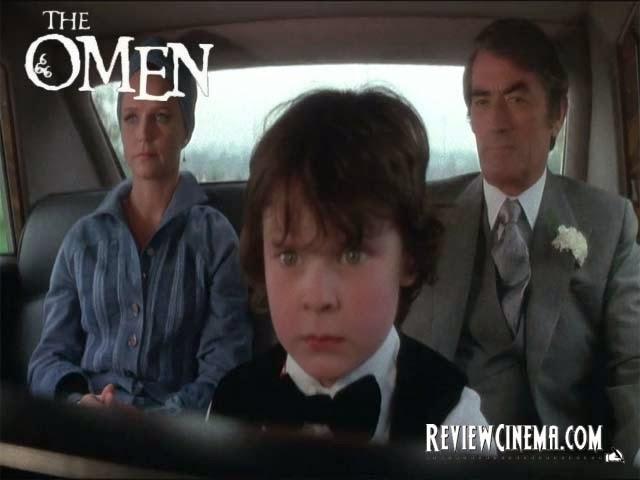 """<img src=""""The Omen.jpg"""" alt=""""The Omen Aksi Harvey Stephens sebagai Damien"""">"""