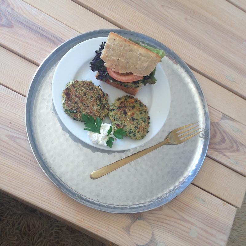 TheBlondeLion Food Rezept Burger selbstgemacht Quinoa Feta Spinat healthy
