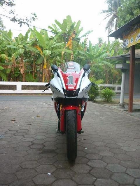 Modifikasi Yamaha Vixion Ala M1 Depan