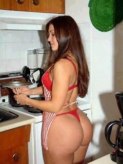 Tante Bokong Semok Bugil di Dapur