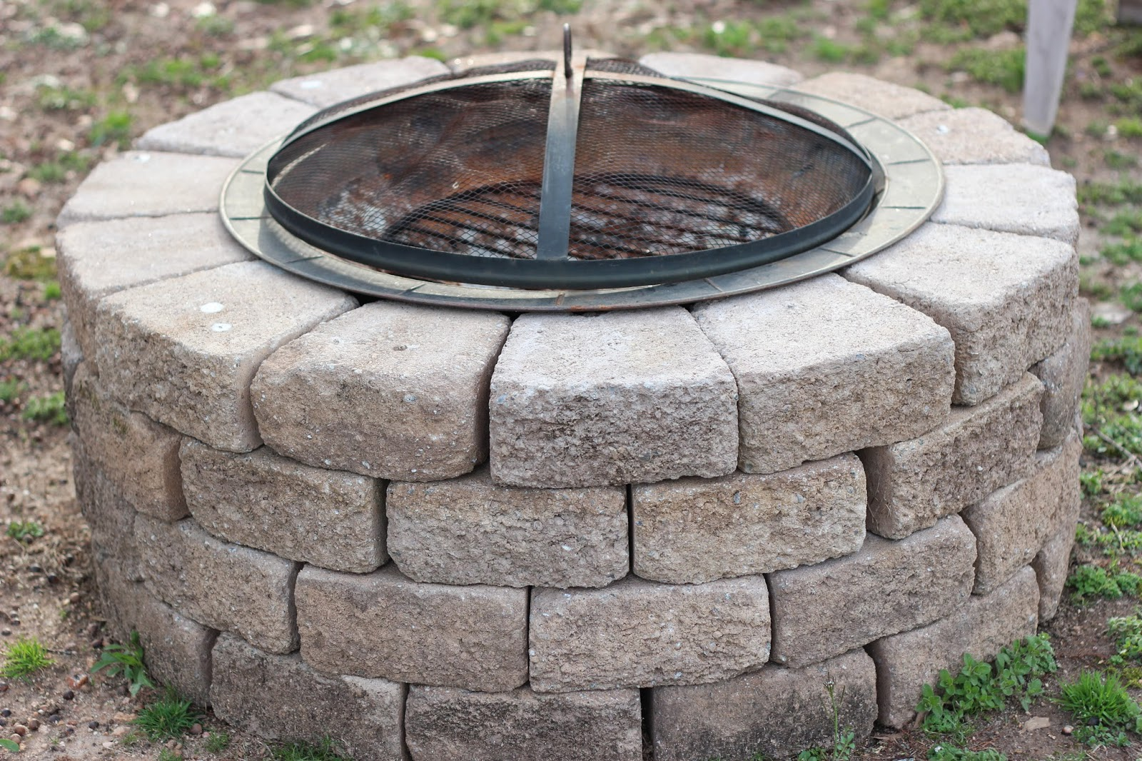 Grits giggles stone fire pit for What rocks to use for fire pit