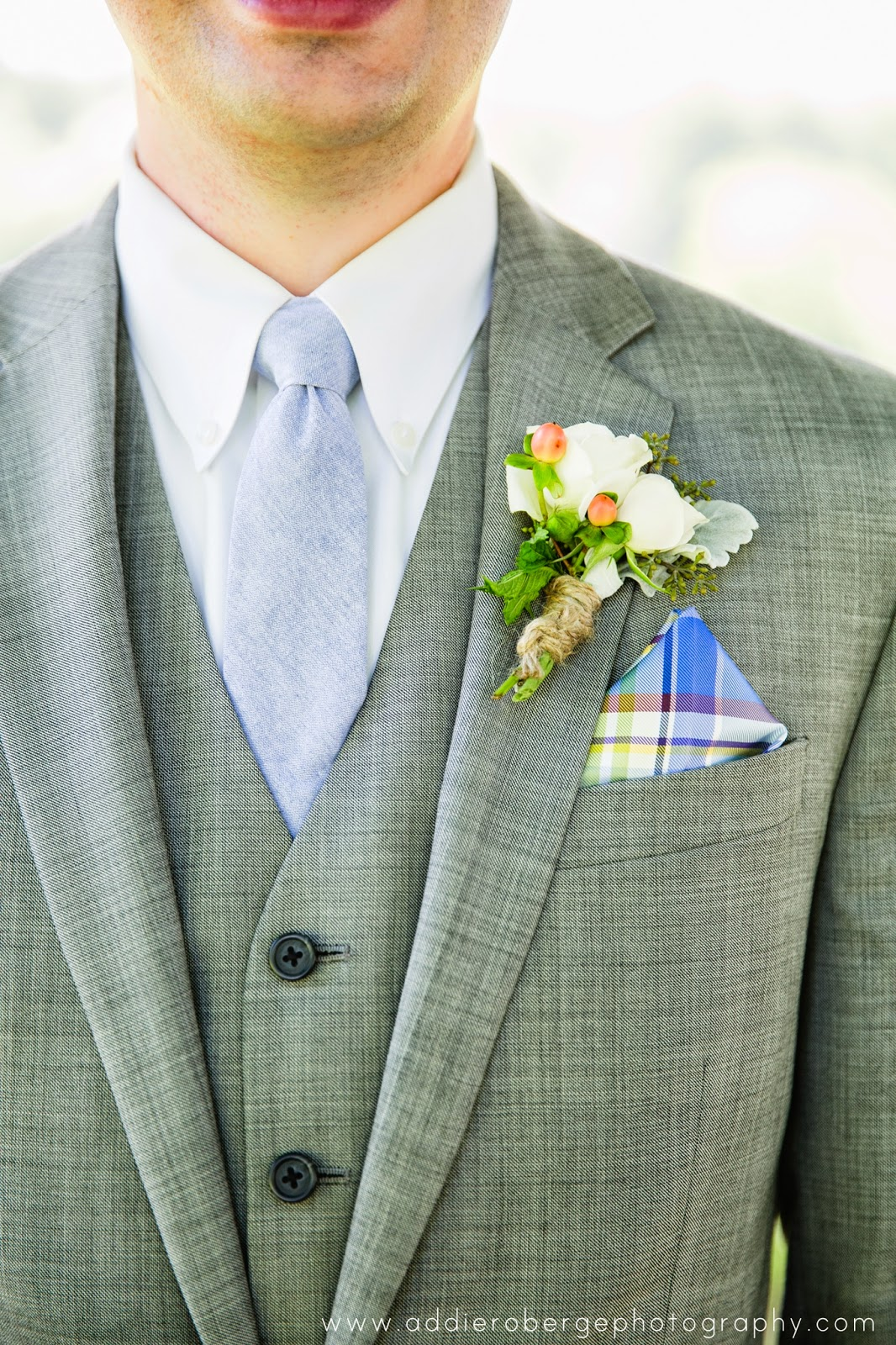 les fleurs : groom boutonniere : jute twine : white & peach : berries