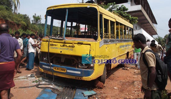 Kerala, Malappuram, Obituary, Student, Accident, Rashida, Bus