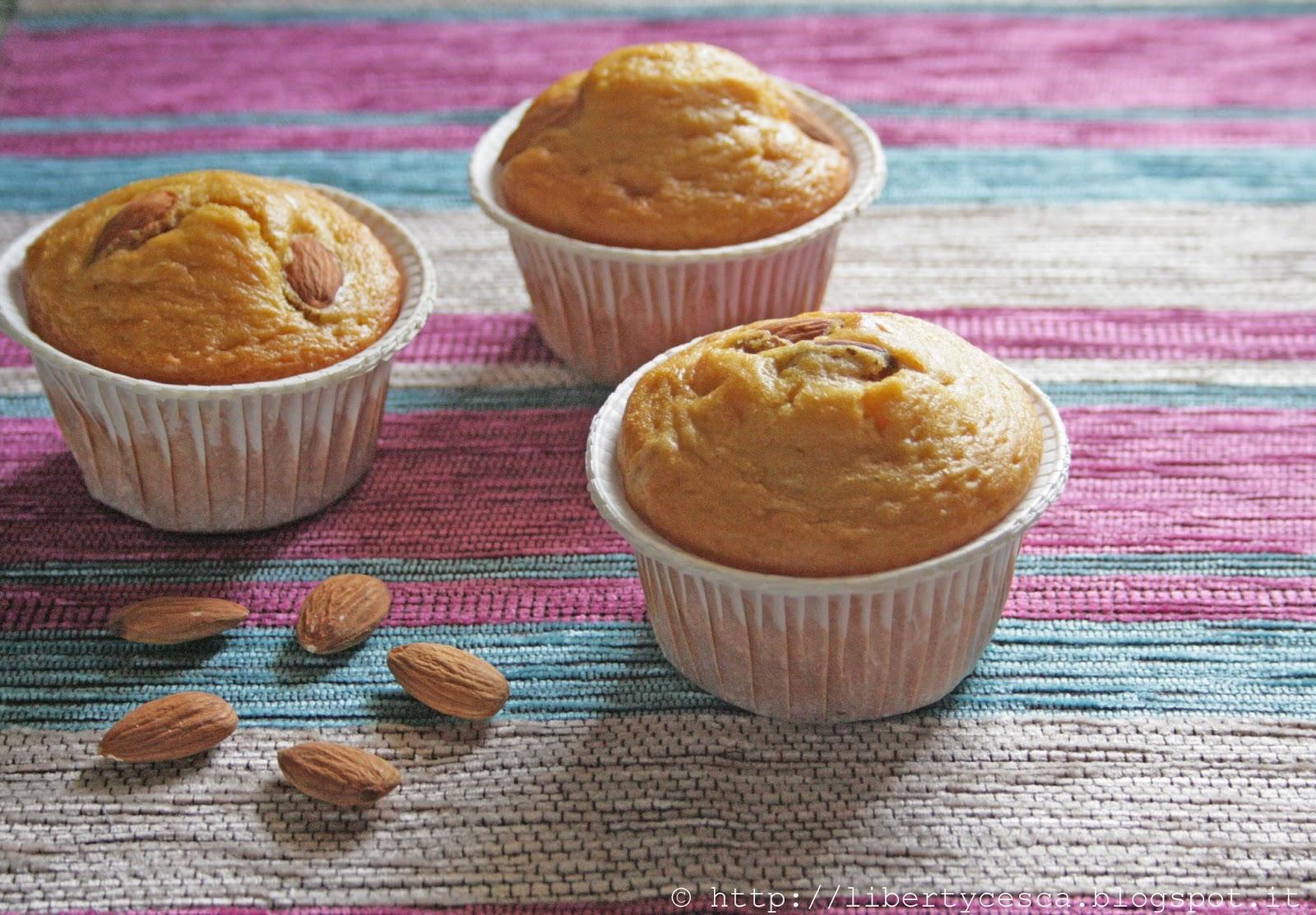 muffins con mandorle e fiordifrutta alle albicocche rda / almonds muffins with rda apricot jam