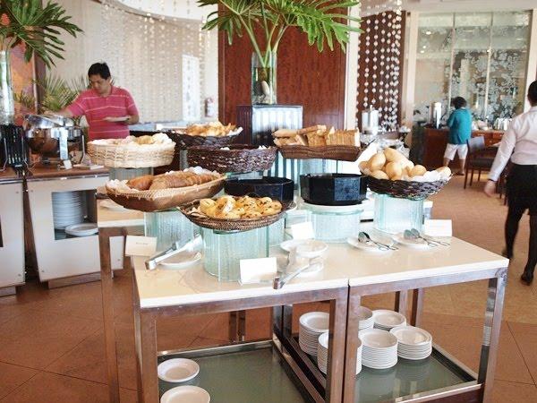 http://2.bp.blogspot.com/-NohD-PtGfMo/T0iKvelCEKI/AAAAAAAADYc/tXaPoQQR_-8/s1600/Breakfast%2Bbuffet.JPG