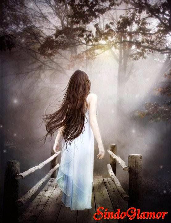 Tampak seorang wanita mencari pengunjung karena blogya kesepian
