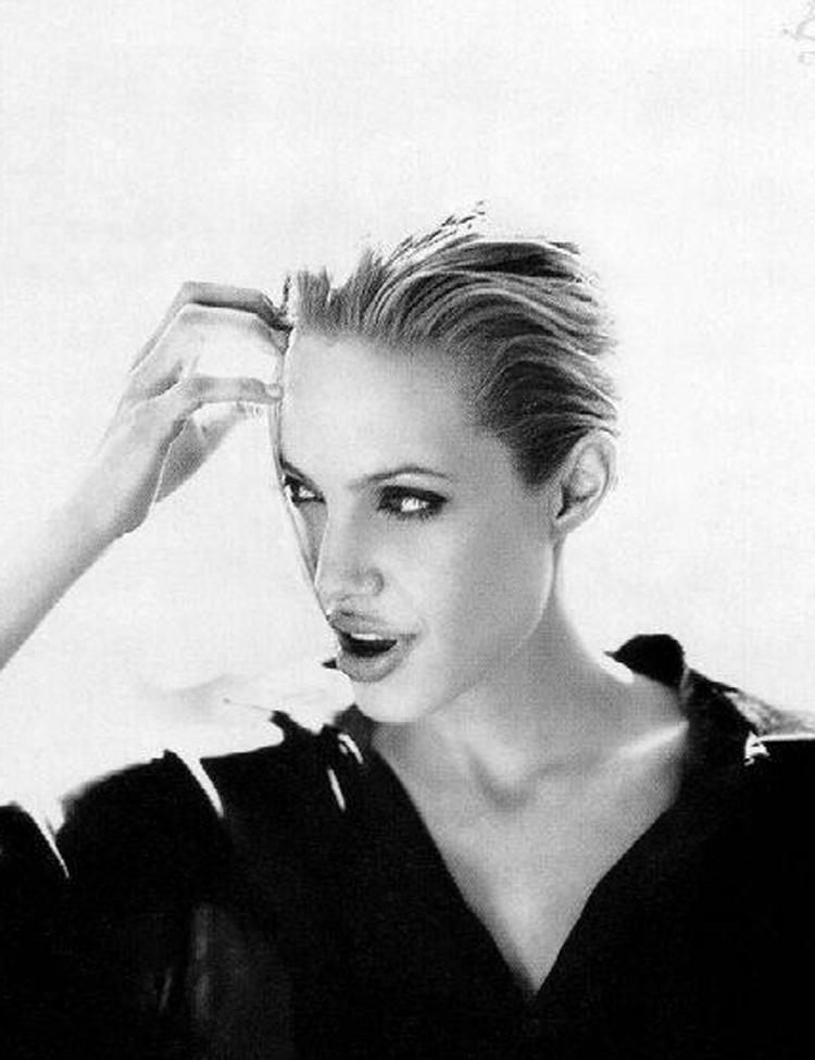 Fresh Look Angelina Jolie Short Hairstyles 17