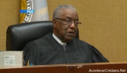 Juez se niega a realizar matrimonio gay