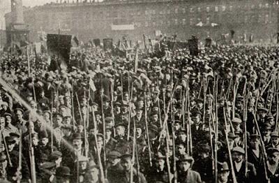 """""""Stalin sobre la Revolución de Octubre"""" - textos tomados de """"Trotskismo o Leninismo"""" y de """"La Revolución de Octubre y la Táctica de los Comunistas Rusos"""", ambos de José V. Stalin - links de descarga Guardia+Roja++Bolchevique+en+Petrogrado+-+1917+b"""