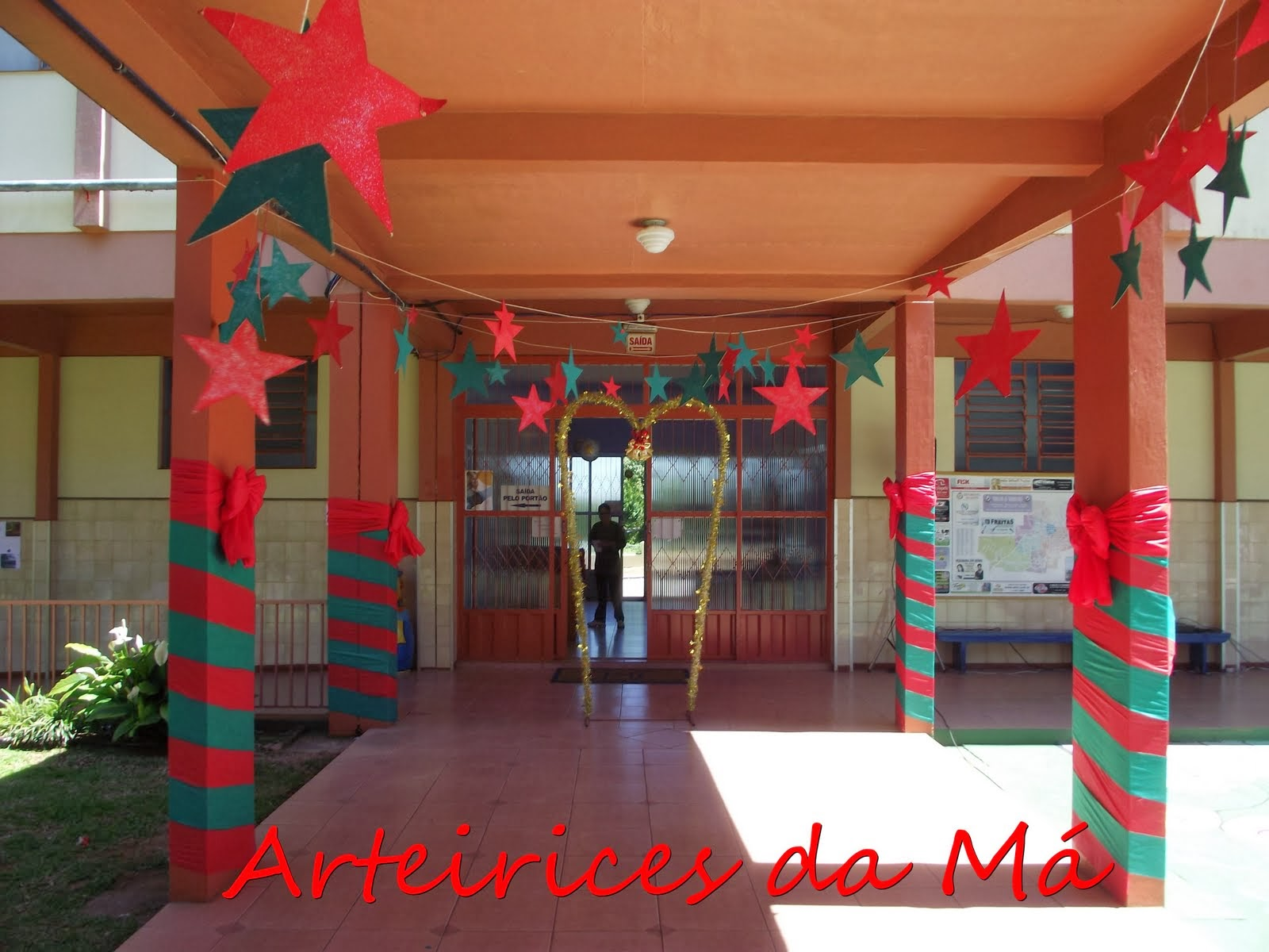 El arte de educar ideas para decorar la escuela en las for Ideas decoracion navidad colegio