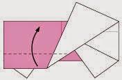 Bước 6: Gấp cạnh dưới của lớp đầu tiên tờ giấy lên trên.