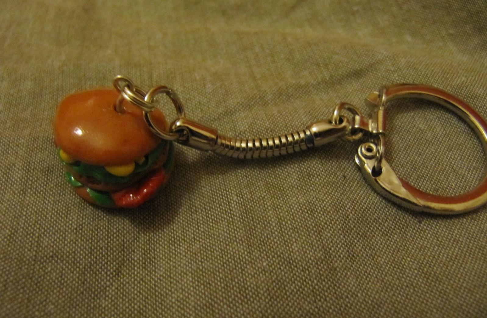 Bijoux de cr ation en p te fimo porte cl s hamburger en - Porte cle en pate fimo ...
