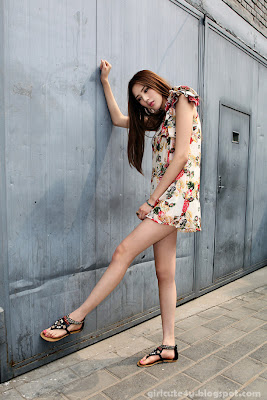2 Li Qiaodan- cute with short skirt-very cute asian girl-girlcute4u.blogspot.com