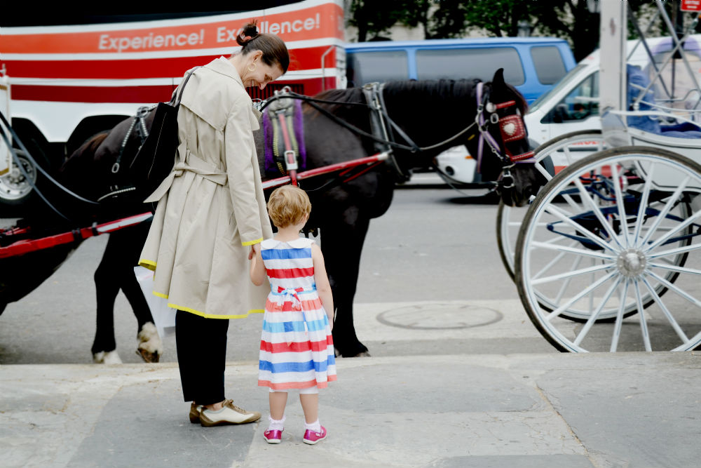 central park, carriage, horse, stripes, street style, child, sundress, new york