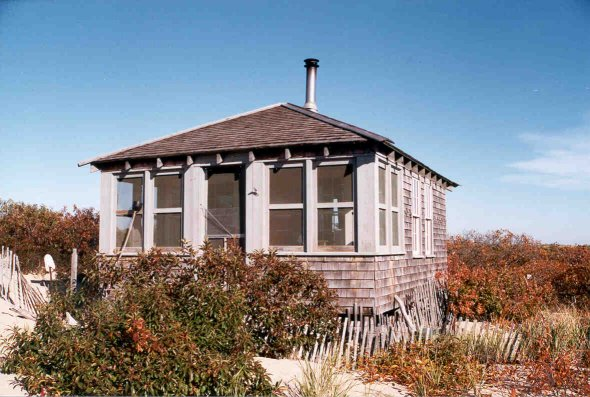 Ten more wild tiny houses great examples for Shack homes