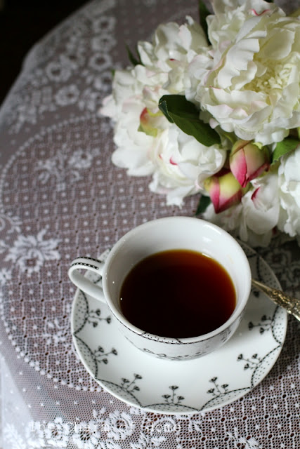 Heritage Lace Tea: The Charm of Home