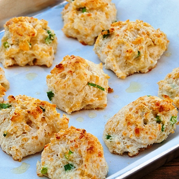 The Bestest Recipes Online: Cheddar, Garlic and Green Onion Biscuits