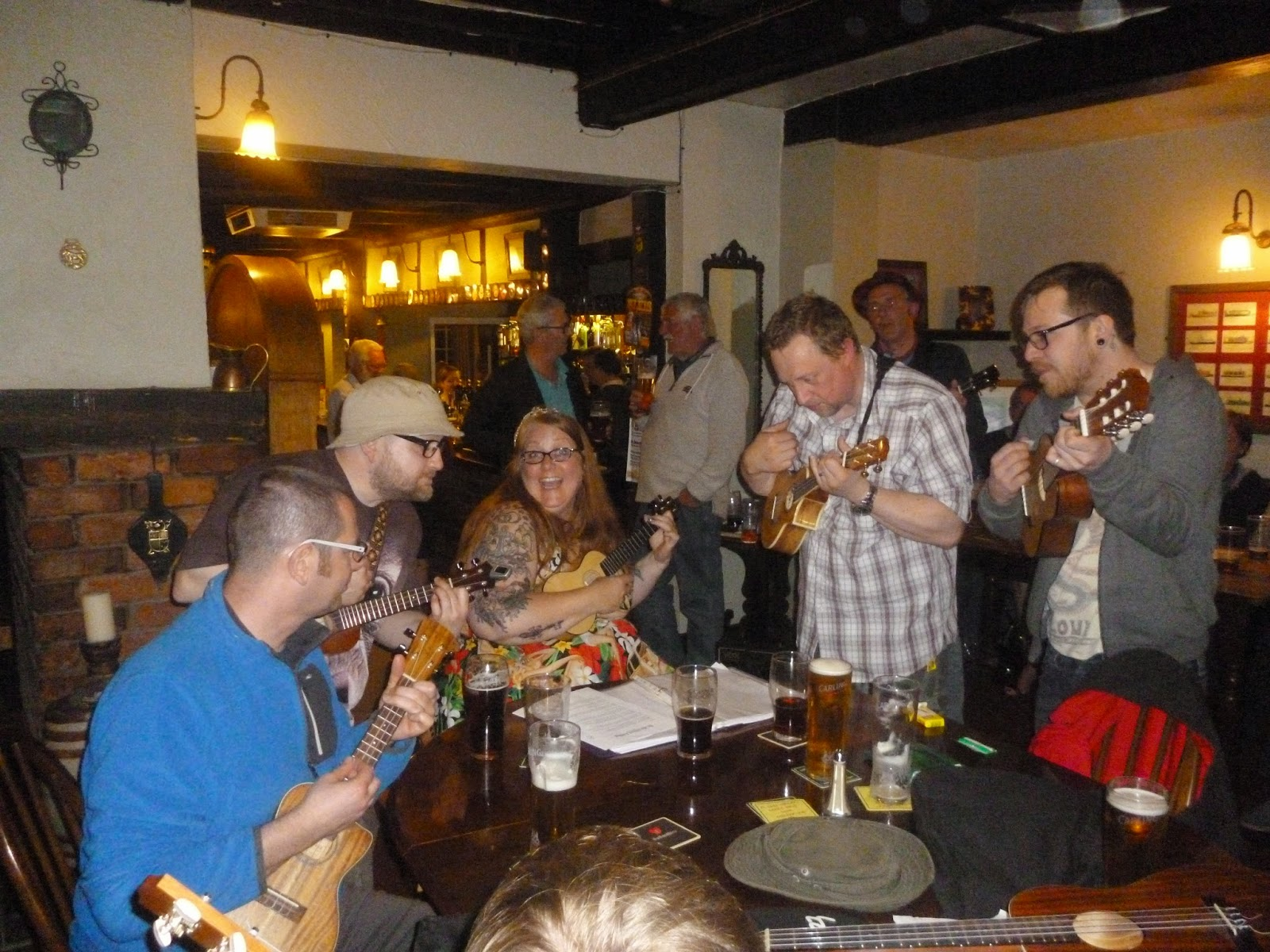 Carlisle Uke Club entertaining the pub