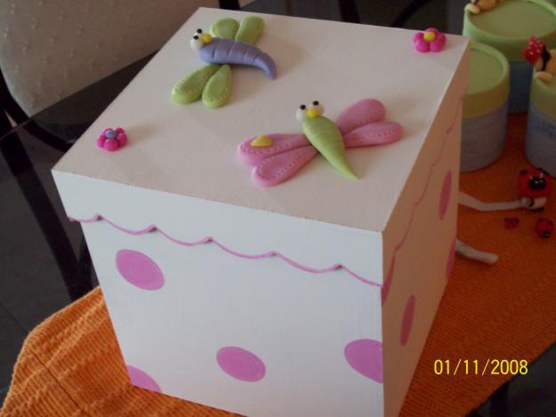 Fantasias en porcelana fria cajitas decoradas - Cajas decoradas a mano ...