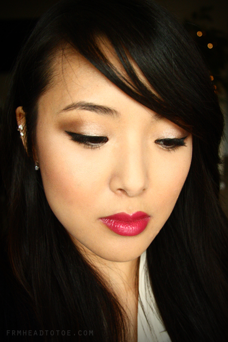 Gotta love those holiday lights! Classic makeup during the holidays is ...
