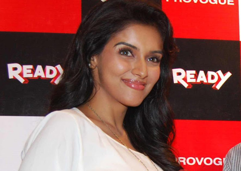 Asin Promotes Ready Film At Provogue Store wallpapers