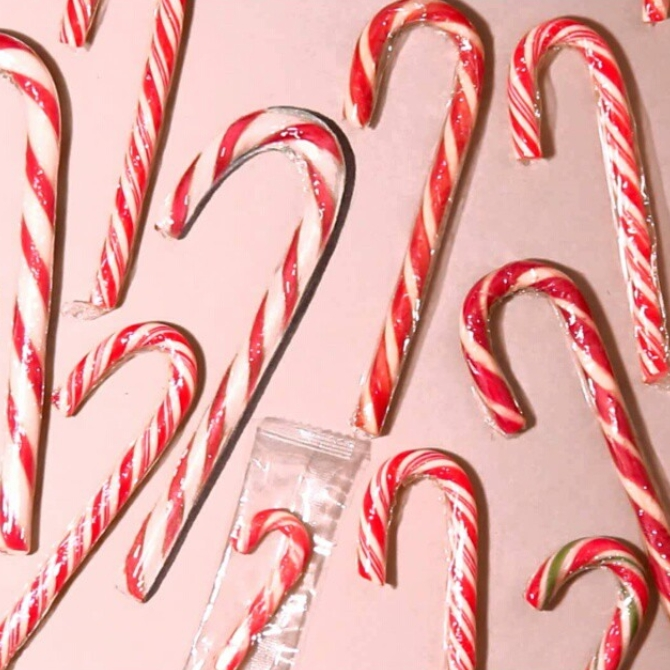 07-Candy-Cane-Howard-Lee-Time-Lapse-Videos-of-Drawings-and-Paintings-www-designstack-co