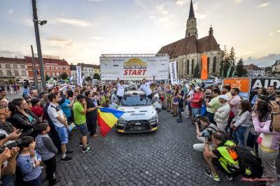 Sebastian Barbu si Sergiu Itu - Mitsubishi Lancer EVO X - start festiv Transilvania Rally