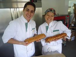 Con Mateo, sacando nuestra obra de arte del horno... mas felices!