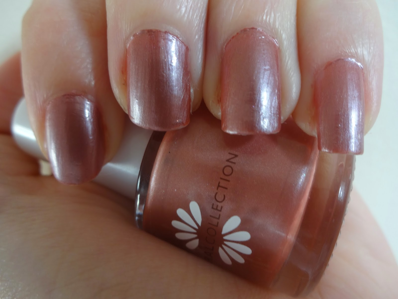 how to use crackle finish nail polish