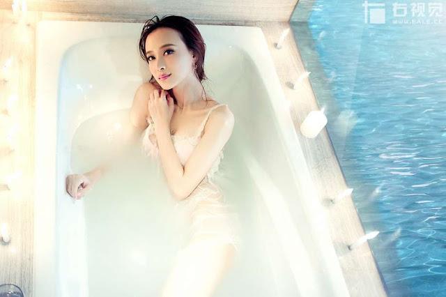 Hot Girl Peng Zi Yang sexy with bikini