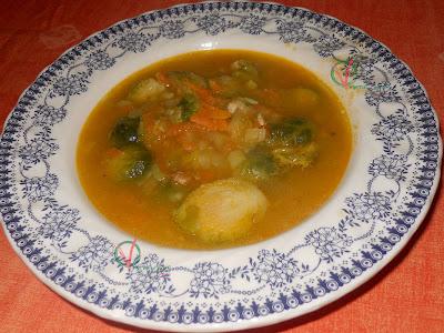 Sopa de coles de bruselas.