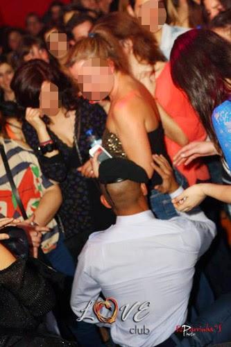 Fotos do GNR que fez striptease e foi suspenso