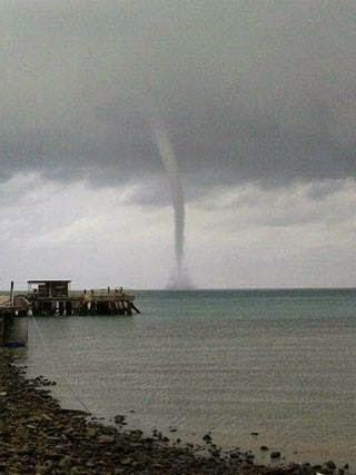 GEMPAR Gambar Puting Beliung DI Pantai Port Dickson