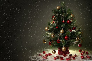 beautiful high quality Christmas tree cell phone wallpaper for all kind of mobile brands.