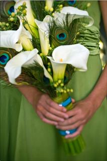 buquet, noiva, copos de leite, penas de pavão, casamento
