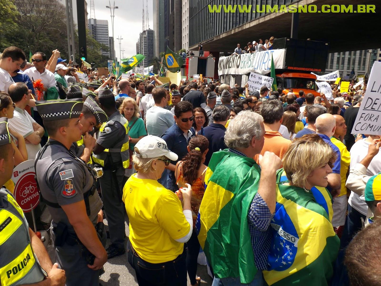 Manifestação em frente ao MASP - Um Asno