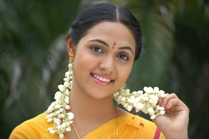 BEAUTY TAMIL   :  STUNNING Tamil tamil natural Thamali GALLERY Heroine Pixs makeup in NATURAL