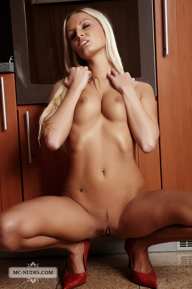 nude norwegian girl escortejente