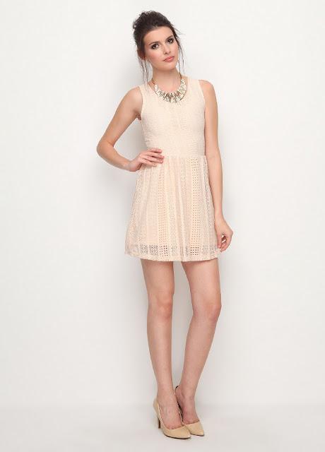 dantelli yuvarlak yaka beyaz elbise
