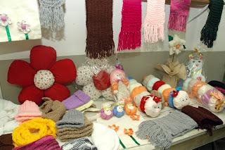 A exposição de artesanatos contou com cerca de 100 peças produzidas pelas alunas das oficinas do CRAS