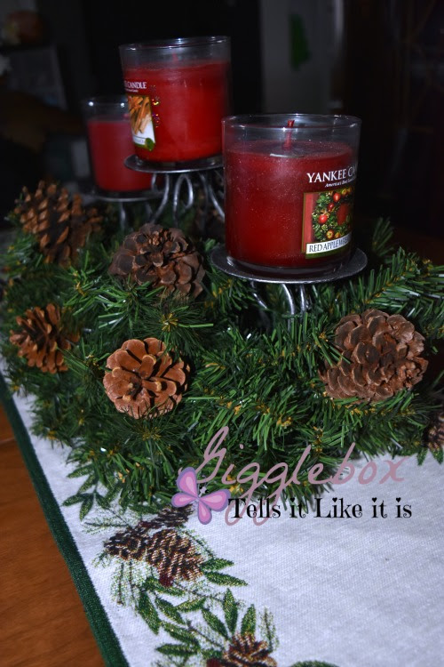 A simple and elegant christmas centerpiece gigglebox