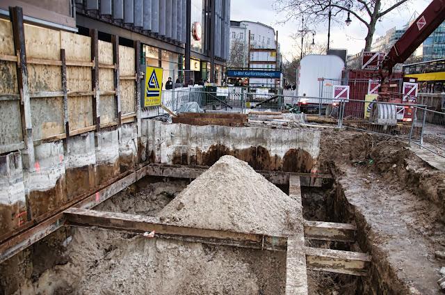 Baustelle U-Bhf. Eingang, Kurfürstendamm / Joachimstaler Straße, 10719 Berlin, 08.01.2014