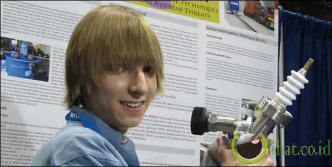 Peneliti nuklir, 17 tahun