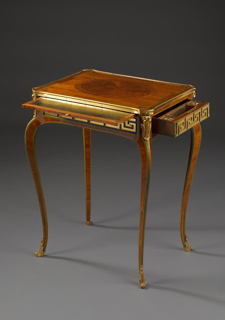 Table à ecrire with extricable writing top  Paris, transition period, ca. 1775