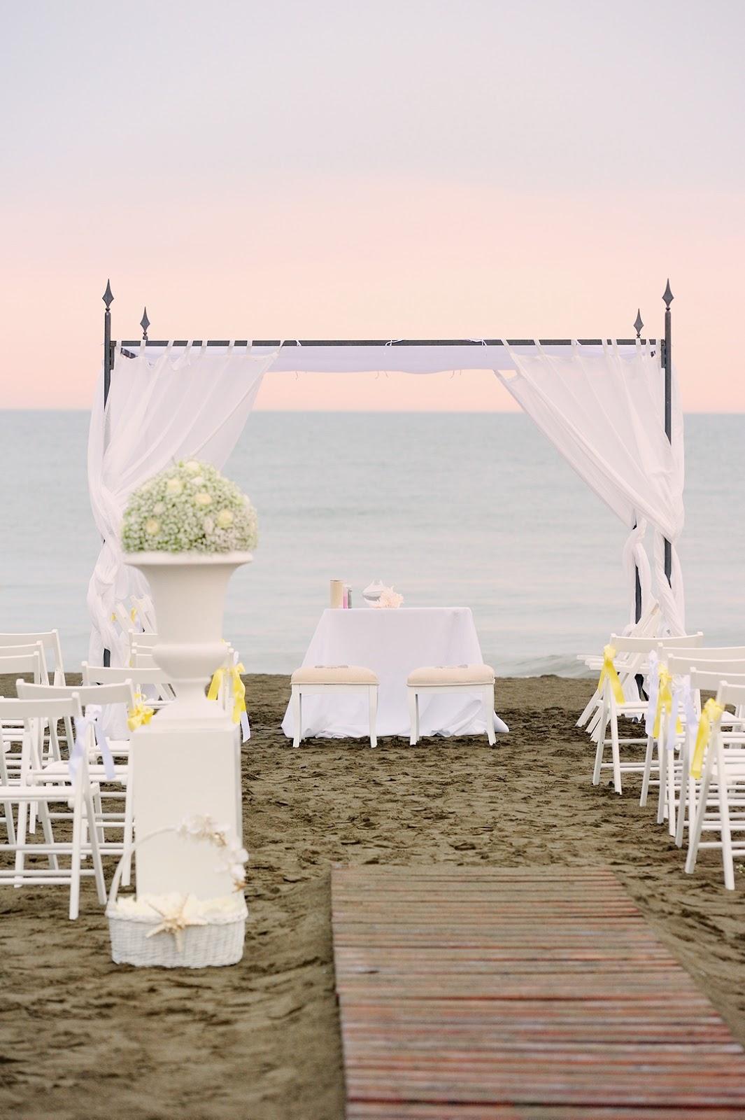 Matrimonio Spiaggia Ostuni : Matrimonio in spiaggia sotto l