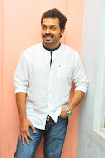 Karthi at Oopiri Pressmeet-thumbnail-13