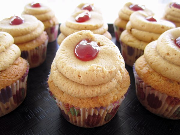 pea s kitchen peanut butter and jelly cupcakes peanut butter and jelly ...